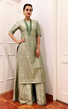 3 Dia Mirza Kurta's Which You Can Make From Old Silk And Brocade Sarees – Fashion in India – Threads Designer Kurtis, Indian Designer Suits, Designer Gowns, Kurti Designs Party Wear, Kurta Designs, Blouse Designs, Indian Attire, Indian Wear, Indian Outfits