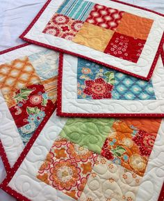 Easy way to create placemats using one charm pack. Hmmm, idea for Christmas fabric.