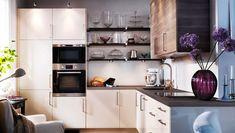 Kochen, backen, kühlen; Küche mit FAKTUM Eckunterschrank, Hoch-, Wand- + Unterschränken, ABSTRAKT Fronten Hochglanz cremefarben + SOFIELUND Fronten Nussbaumnachbildung hellgrau, METRIK Griffen stahlfarben, PRÄGEL Arbeitsplatte Nussbaumnachbildung dunkel, FRAMTID Mikrowelle + Heissluftofen Edelstahl