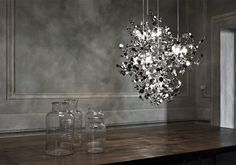 Die Lichtmanufaktur Terzani wurde 1972 in Italien gegründet. Seit diesem Zeitpunkt geben die Mitarbeiter der Firma jeden Tag ihr bestes, um Leuchten herzustellen, die über ein außergewöhnliches Des...