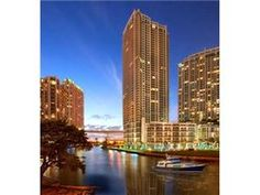 92 SW 3RD 3204, Miami, Fl. 33130 - LUXURY 2B/2b, GREAT VIEWS TO BRICKELL SKYLINE,MIAMI RIVER AND BISCAYNE BAY. LOCATED AT THE RIVERFRONT GATED COMMUNITY. NICE LIMESTONE FLOOR ALL AROUND. KITCHEN INCLUDES ISLAND KITCHEN,ITALIAN CABINETS AND STAINLESS STEEL APPLIANCES. COMMUNITY HAS 24HRS. SECURITY, STATE OF THE ART SPA AND GYM, INFINITY POOL, LAP POOL AND TUB.
