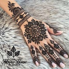 Cute Henna Tattoos Designs Images Gallery - Best Cute Henna Tattoo Designs Pictures on Hand for Girl. New collection henna design with cute design Henna Hand Designs, Mehndi Art Designs, Beautiful Henna Designs, Mehndi Designs For Hands, Henna Tattoo Designs, Tribal Henna Designs, Simple Mehndi Designs, Henna Tattoo Hand, Et Tattoo