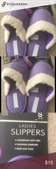 CLEARANCE Brand new. These slippers will make a great gift. Size small 5/6 XOXO Shoes Slippers