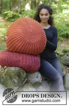 Pomodoro 6 Knitted pouffe in English rib. Piece can be worked in 2 strands DROPS Eskimo or 1 strand DROPS Polaris.  Free knitted pattern DROPS 179-34