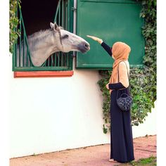 horse Arab Fashion, Muslim Fashion, Modest Fashion, Beautiful Arab Women, Beautiful Hijab, Arab Swag, Islam Women, Islamic Girl, Casual Hijab Outfit