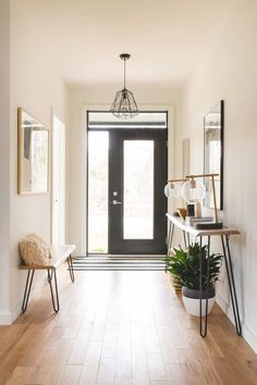 - Modern Interior Designs - Find out why mid-century entryway and lobby decor is the way to go! Modern House Design, Modern Interior Design, Home Design, Modern Decor, Modern Houses, Design Ideas, Design Projects, Houses Houses, Small Houses
