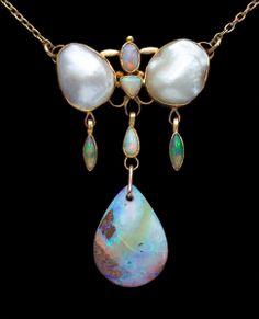 ALFRED H. JONES Arts & Crafts Necklace  Gold Opal Pearl H: 6 cm (2.36 in)  W: 3.7 cm (1.46 in)  L: 42 cm (16.54 in)  British, c.1900