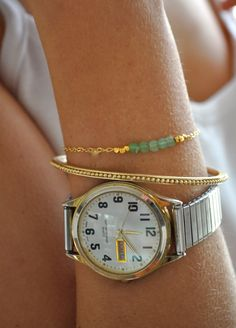Gold Green Chrysophase Beaded Bracelet par maldemer sur Etsy, $20,00