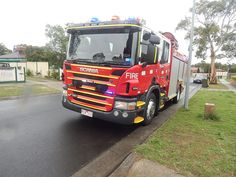 https://flic.kr/p/nbja8A | South Morang CFA Scania P320 Pumper with lights on.