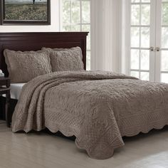 This classic bedding is the perfect self-gift or a truly meaningful gift for a loved one. It is also the ultimate wedding or housewarming gift. This quilt is pure luxury. Elegant and furry soft, this item is truly fit for the palace that is your home. The details are immense, intricate scrolls, A lattice border, the finely scalloped edge, and the elegant drape of the rich fabric adds vibrancy to any bedroom. You will want to sleep on it not under it. Generously sized in full/queen and ki...