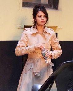 "65 curtidas, 1 comentários - Selena Gomez News™ (@selenagomezlis) no Instagram: ""Selena on the shooting of a new film in New York. #SelenaGomez #Selena #Selenator #Selenators #Fans"""