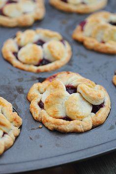 Adventuress : mini cherry pies