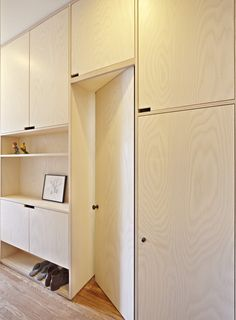WOW Birch Plywood Cabinetry Design Ideas, Pictures, Remodel and Decor Plywood Kitchen, Plywood Cabinets, Plywood Walls, Plywood Furniture, Furniture Design, Furniture Ideas, Interior Architecture, Interior And Exterior, Sustainable Architecture