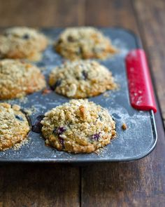 Oatmeal Flax Blueberry Muffins via Pinch of Yum #muffins #blueberry #recipe