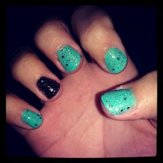 Pretty blue and black sparkley nails