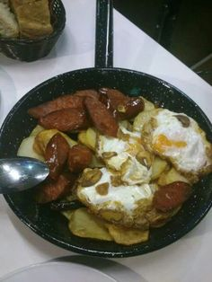 Satén de la abuela (huevos camperos, patata panadera frita y chorizo) LA SARTEN DE CORUÑA