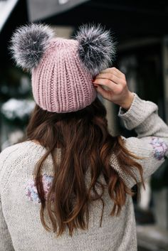 Cozy Winter Essentials You Need Now - Sequins & Stripes - Winter Outfits Pom Pom Beanie Hat, Fur Pom Pom, Beanie Hats, Slouchy Beanie, Snapback Hats, Beanie Outfit, Cute Beanies, Cute Hats, Pink Beanies