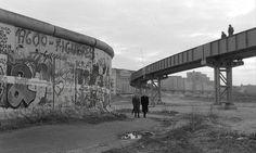 Wim Wenders Der Himmel Über Berlin - Wings of Desire Top 10 Films, The Best Films, West Berlin, Berlin Wall, Berlin Spree, Wings Of Desire, Michelangelo Antonioni, No Mans Land, Arquitetura