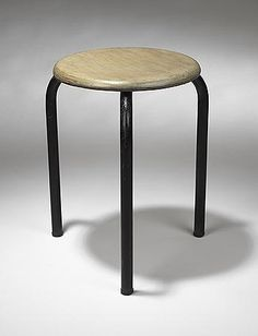 Three legged stool par Jean Prouvé