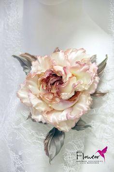 Crepe Paper Flowers, Satin Flowers, Fake Flowers, Small Flowers, Diy Flowers, Fabric Roses, Silk Roses, Pink Christmas Tree Decorations, Ribbon Art