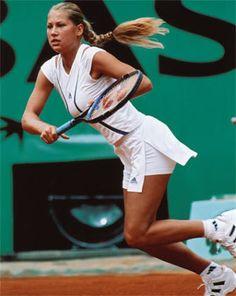 Anna Kournikova in action, active lifestyle Wta Tennis, Sport Tennis, Anna Kournikova, Female Surfers, Tennis World, Professional Tennis Players, Tennis Players Female, Tennis Fashion, Tennis Stars