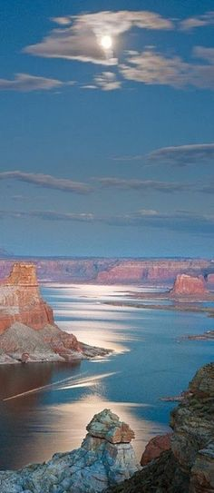Lake Powell Arizona U.A///Nice try Arizona. Lake Powell is almost completely in Utah. Just the area near the dam and bridge is in Arizona. Lago Powell, Lake Powell Utah, Places To Travel, Places To See, Travel Destinations, Places Around The World, Around The Worlds, Beautiful World, Beautiful Places