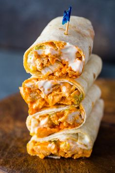 Healthy Recipes Spicy buffalo chicken wraps with ranch dressing are bursting with flavor and made in just 5 minutes! When I think buffalo - Spicy buffalo chicken wraps with ranch dressing are bursting with flavor and made in just 5 minutes! Buffalo Chicken Wraps, Buffalo Chicken Recipes, Buffalo Chicken Burgers, Buffalo Ranch Chicken, Shredded Buffalo Chicken, Can Chicken Recipes, Recipes With Buffalo Sauce, Recipes With Shredded Chicken, Stuffed Chicken Recipes