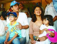 Shah Rukh Khan with his wife Gauri and children