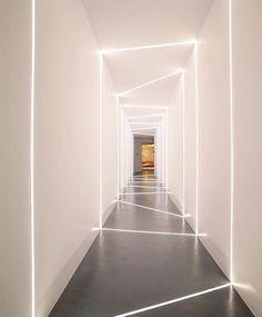 Llega viernes y entramos al túnel del fin de semana. Que sea uno donde te mimes a ti mismo y hagas algo diferente. | : @restless.arch The Hall of light