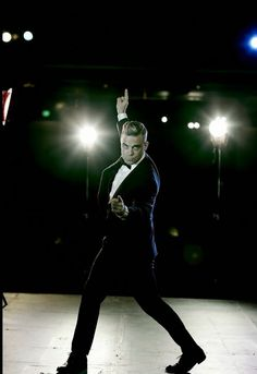 Robbie Williams Music Love, Live Music, My Music, Robbie Williams Take That, Male Beauty, Future Husband, Famous People, Gentleman, Hot Guys