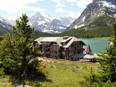 Where to stay in Glacier National Park: review of Many Glacier Hotel. Stunning!