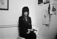 Patti holding a gun, Chelsea Hotel, 1970