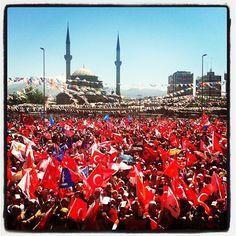 Başbakanımız Recep Tayyip Erdoğan ile buluşmak isteyen Kayseriler Milli iradeye saygı mitinginde meydana sığmadı.. Büyük oyunu bozmaya Haydi tarih yazmaya...
