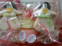 Galletas decoradas en forma de una niña para 1º comunión de Ana Suyu:)