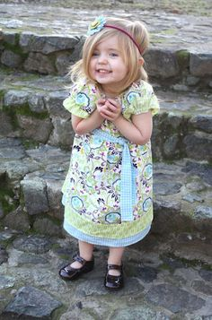 Ahhh....cute dress tutorial.