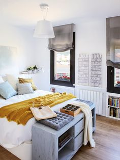 Jurnal de design interior: Accente vesele de galben și atmosferă mediteraneană într-o mansardă de 60 m² Master Bedroom Design, Home Bedroom, Bedroom Decor, Bedrooms, Bedroom Ideas, Bedroom Storage Inspiration, Home Decor Inspiration, Eco Deco, Bed Styling