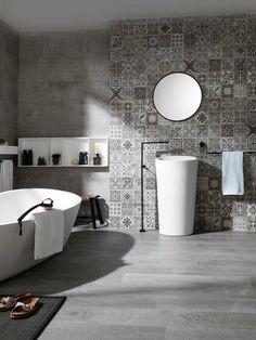 Des salles de bain de gris vêtues