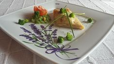 Zapekané palacinky na slano Ethnic Recipes, Food, Basket, Essen, Meals, Yemek, Eten