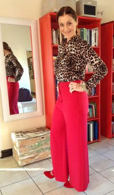 Red and leopard www.alette-johanniwinckler.com Post Pregnancy Clothes, Pregnancy Outfits, Fashion Story, Love Fashion, Red High Waisted Pants, Red Pants Outfit, Personal Style, Office Chic, My Style