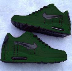 Top 10 Nike Air Max Customs II The Nike Air Max collection is one of the top rated and dominant collections of all time Crazy Shoes, Me Too Shoes, Sneakers Fashion, Shoes Sneakers, Nike Free Run, Hype Shoes, Fresh Shoes, Custom Shoes, Custom Sneakers