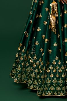 Green lehenga with kalira embroidery paired with co-ordinated embrodiered blouse(unstitched) & sheer net dupatta Designer Bridal Lehenga, Indian Bridal Lehenga, Indian Bridal Outfits, Indian Designer Outfits, Indian Dresses, Indian Clothes, Half Saree Designs, Lehenga Designs, Saree Blouse Designs