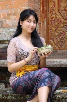 Best cucumber face mask - You should apply right now - TheBestnChic Beautiful Girl Image, Beautiful Hijab, Beautiful Asian Women, Beautiful Celebrities, Beautiful Actresses, Model Kebaya Modern, Bali Girls, Burmese Girls, Myanmar Women