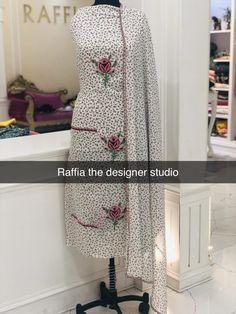 Kurta Designs, Salwar Kameez Neck Designs, Kurti Designs Party Wear, Saree Blouse Designs, Embroidery Suits Punjabi, Embroidery Suits Design, Embroidery Fashion, Embroidery Dress, Embroidery Motifs