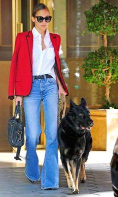 Look: Nicole Richie - Blazer & Jeans Bootleg Jeans Outfit, Blazer Jeans, Look Blazer, Red Blazer Outfit, Fall Blazer, Denim Jeans, Nicole Ricci, Nicole Nicole, January 20