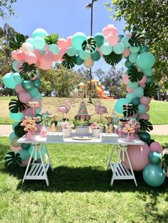 Flamingo Birthday Party Ideas Loving this Flamingo dessert table! The balloon garland is amazing! Hawaiian Birthday, Flamingo Birthday, Flamingo Party, Luau Birthday, Flamingo Baby Shower, Park Birthday, Moana Birthday Party, Birthday Table, Dinosaur Birthday