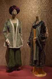 Fortuny y Madrazo: An Artistic Legacy Greek Chiton, Fortuny Lamp, Kaftan Style, Moving To Paris, Spanish Artists, Dressmaking, Actresses, Gowns, Queen