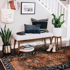Small apartment decor: discover 60 amazing ideas - Home Fashion Trend Moroccan Decor Living Room, Boho Living Room, Living Room Bench, Cozy Living, Simple Living Room Decor, Modern Farmhouse Living Room Decor, Coastal Living, Living Area, Diy Home Decor For Apartments
