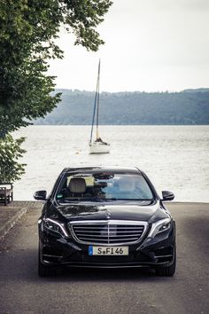 Perfect for a luxurious getaway: The Mercedes-Benz S-Class. Photo by Johannes Glöggler (www. Mercedes Benz Trucks, Mercedes S Class, Mercedes Benz Cars, Benz Suv, Daimler Ag, Benz S Class, Premium Cars, Sport Cars, Dream Cars
