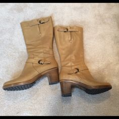 FNL PRICE tan leather heeled boots. Barely used as you can tell from the pictures. Beautiful color, very versatile, dress it up or down. Size 38 or 8 Dansko Shoes Heeled Boots
