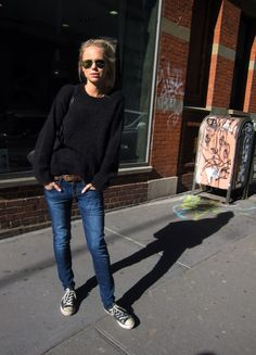 Elin Kling in Isabel Marant sweater & aviators: perfect casual look Elin Kling, Jean Outfits, Casual Outfits, Cute Outfits, Look Fashion, Street Fashion, Womens Fashion, Paris Fashion, Fall Fashion